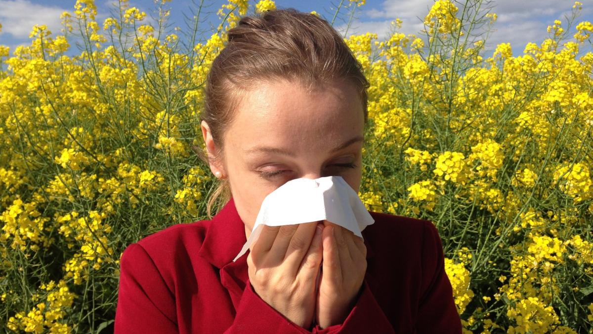 Woman with pollen allergies